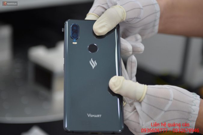 """Lộ diện điện thoại Vsmart: Camera kép đặt dọc, màn hình """"gần"""" tràn viền"""