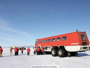 Cuộc sống ở Nam Cực thì… rất cực, nhưng cũng tràn đầy niềm vui và tinh thần lạc quan yêu đời.