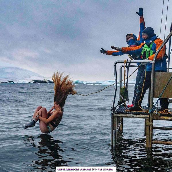 Một môn thể thao điên rồ khác - Polar Plunge (cú nhảy địa cực) - nơi mọi người ném mình vào làn nước buốt giá!