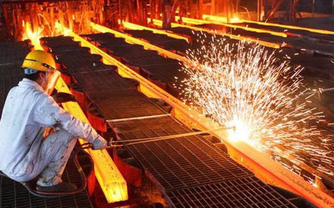 """Chiến tranh thương mại """"Trung – Mỹ"""" và những hệ lụy tới ngành sắt thép xây dựng"""